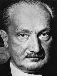 Martin Heidegger (1889-1976) war ein deutscher Philosoph in der Tradition der Phänomenologie (vor allem Edmund Husserls)und einer Existenzdeutung (S. ... - heidegger